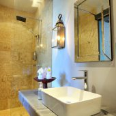 Room & Vespa 1 - Bathroom