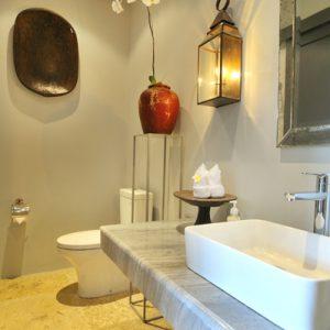 Room & Vespa 1 - Bathroom 2