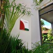 Room & Vespa 1 - Entrance