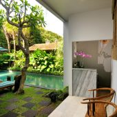 Room & Vespa 1 - Pool view
