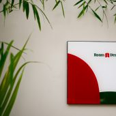 Room & Vespa 1 - Signature 1