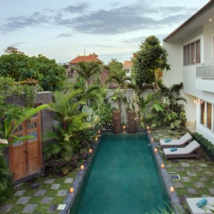 Room & Vespa 2 - Pool View 1