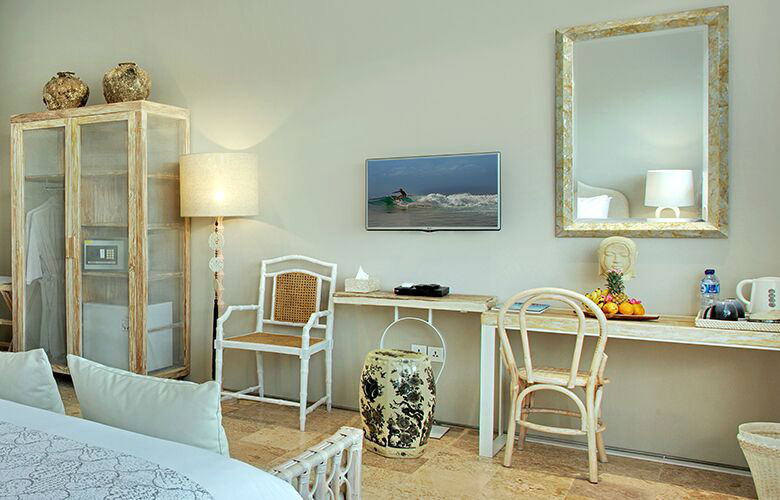 Room & Vespa 4 - Interiors 3